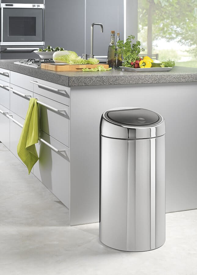 brabantia poubelle touch bin ronde 45l acier inox brillant 390821 390821 achetez au. Black Bedroom Furniture Sets. Home Design Ideas