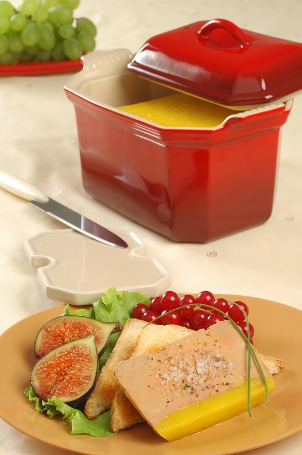 le creuset terrine foie gras rectangulaire avec sa presse 0 6 l coloris cerise. Black Bedroom Furniture Sets. Home Design Ideas
